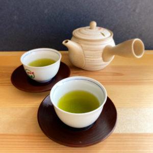 お茶ギフト<br>お茶100gの平袋が3本または5本入るギフト箱をご用意しております。お好きな銘柄のお茶をお選びいただけます。 200グラム詰めのお茶をギフトにすることもできます。